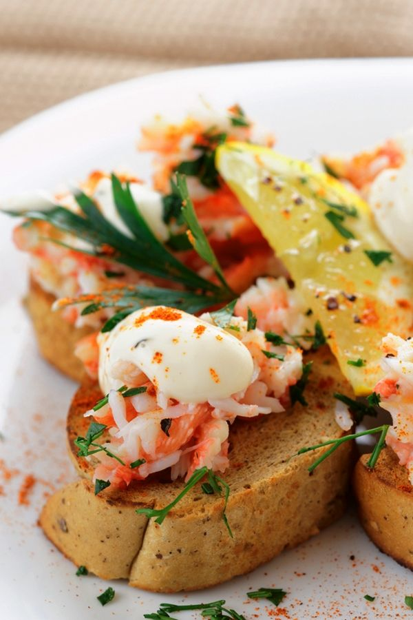 Superfood Snacks. Crab Toasts with Zingy Yogurt #superfoods